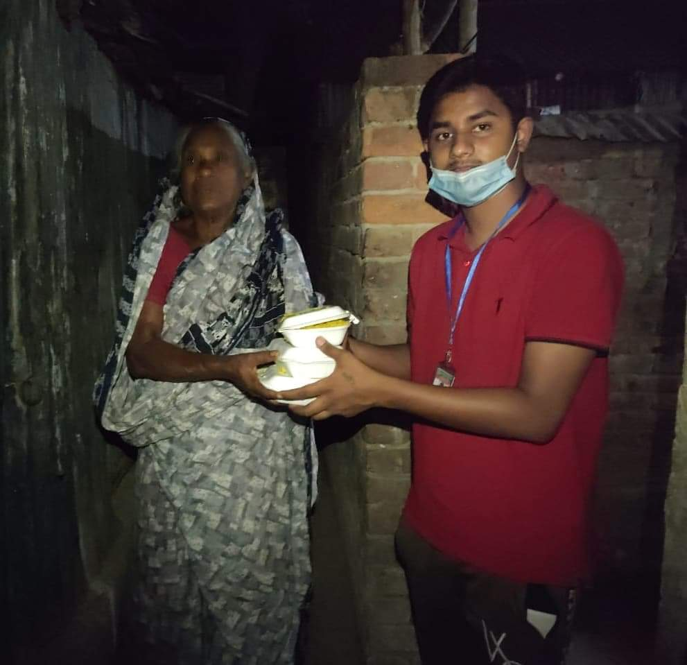 received 469648657813784 কুষ্টিয়া জেলা ছাত্রলীগের উদ্যোগে ছিন্নমূল মানুষের মাঝে সেহরী বিতরণ